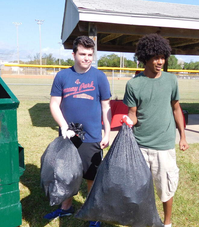 beach-cleanup-helpers-fmb-communimty-foundation