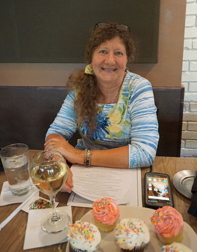 cupcakes-and-wine-fmb-community-foundation
